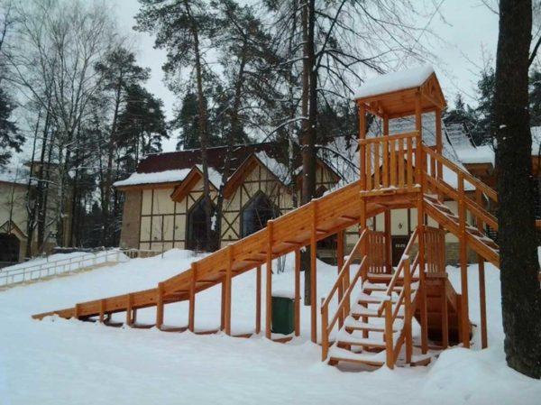 Зимняя горка Зима (покрытие лак и грунт)-800