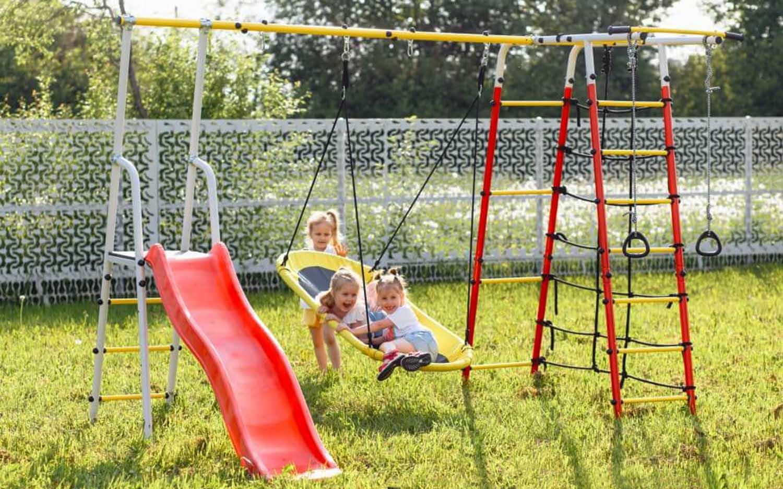 Детские спортивные комплексы для дачи с качелями гнездо
