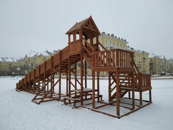 Зимняя деревянная заливная горка Теремок 12м-1