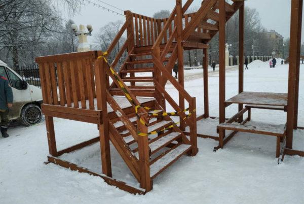 Зимняя деревянная заливная горка Теремок 12м-2