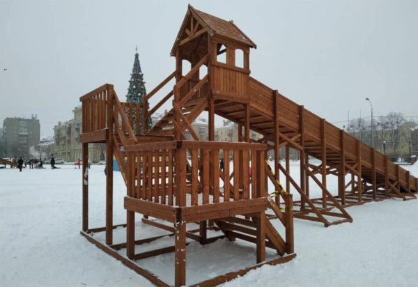 Зимняя деревянная заливная горка Теремок 12м-3