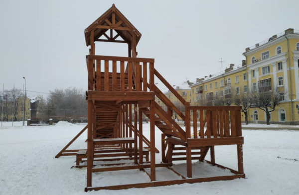 Зимняя деревянная заливная горка Теремок 12м