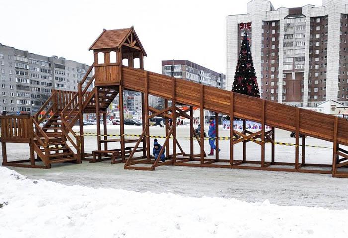 Зимняя деревянная заливная горка Теремок 12м-700